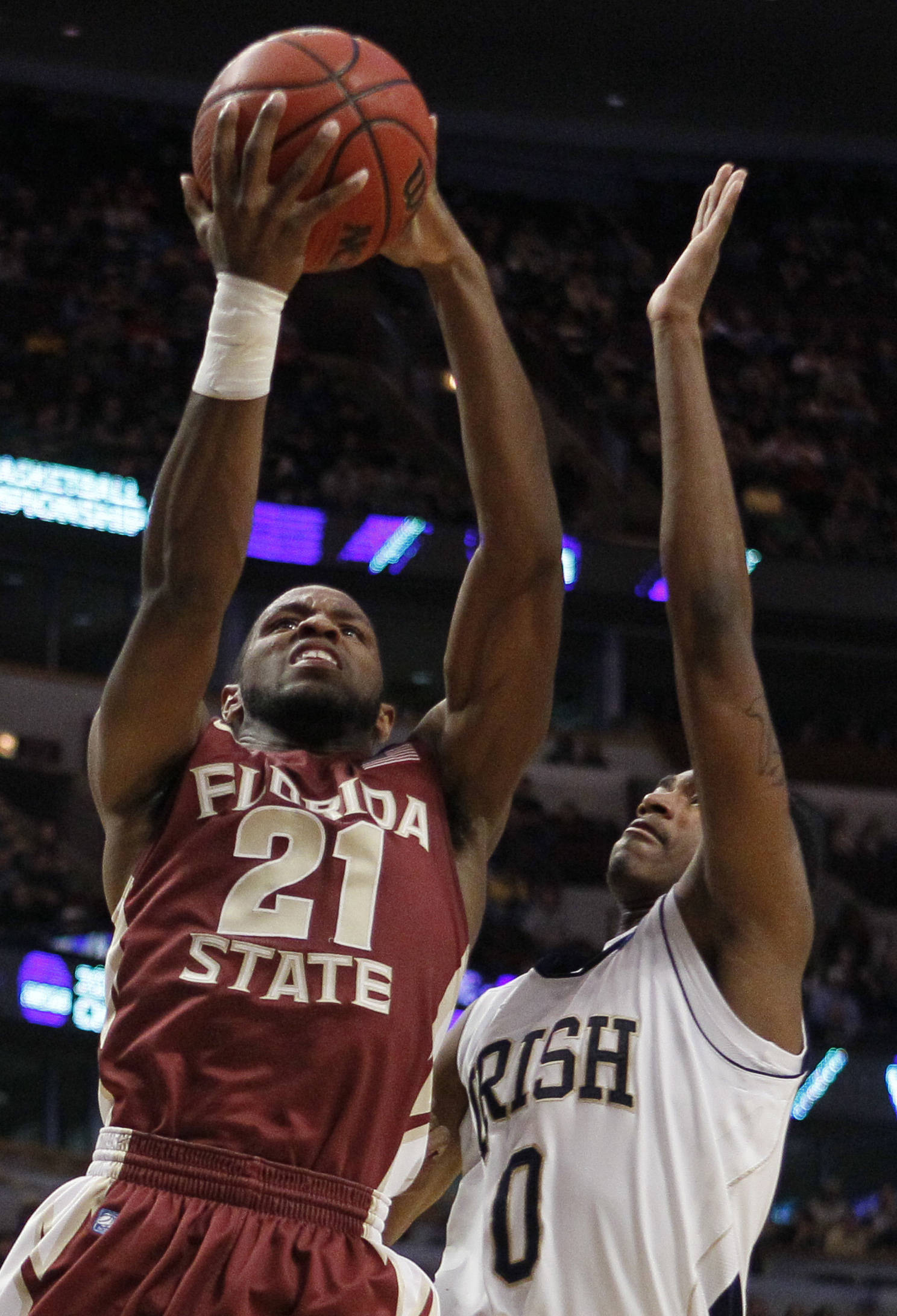 Florida State guard Michael Snaer (21) goes up for a basket against Notre Dame guard Eric Atkins (0). (AP Photo/Charles Rex Arbogast)