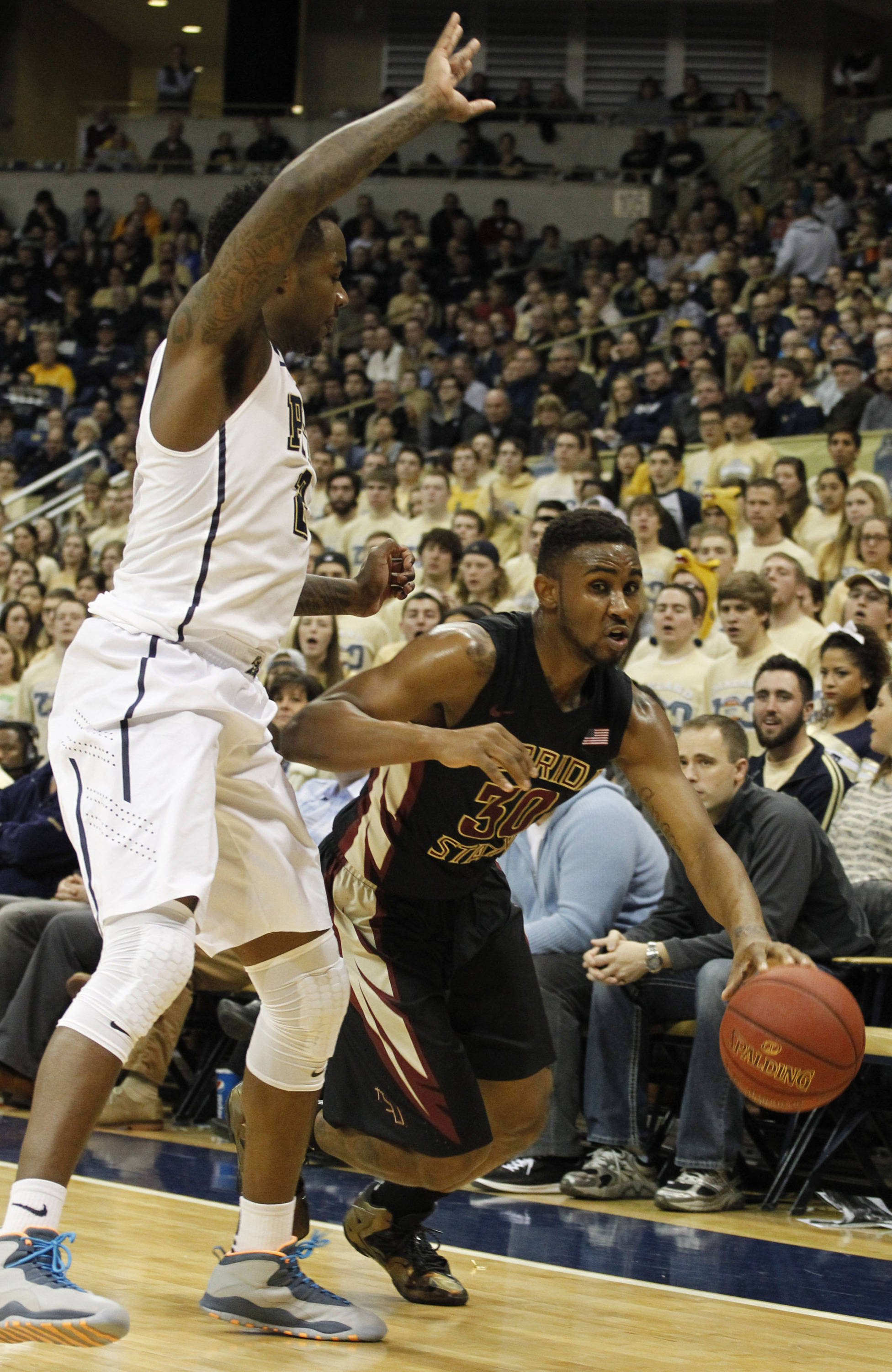 Florida State Seminoles guard Ian Miller (30) dribbles the ball as Pittsburgh Panthers forward Michael Young (L) defends. (Charles LeClaire-USA TODAY Sports)