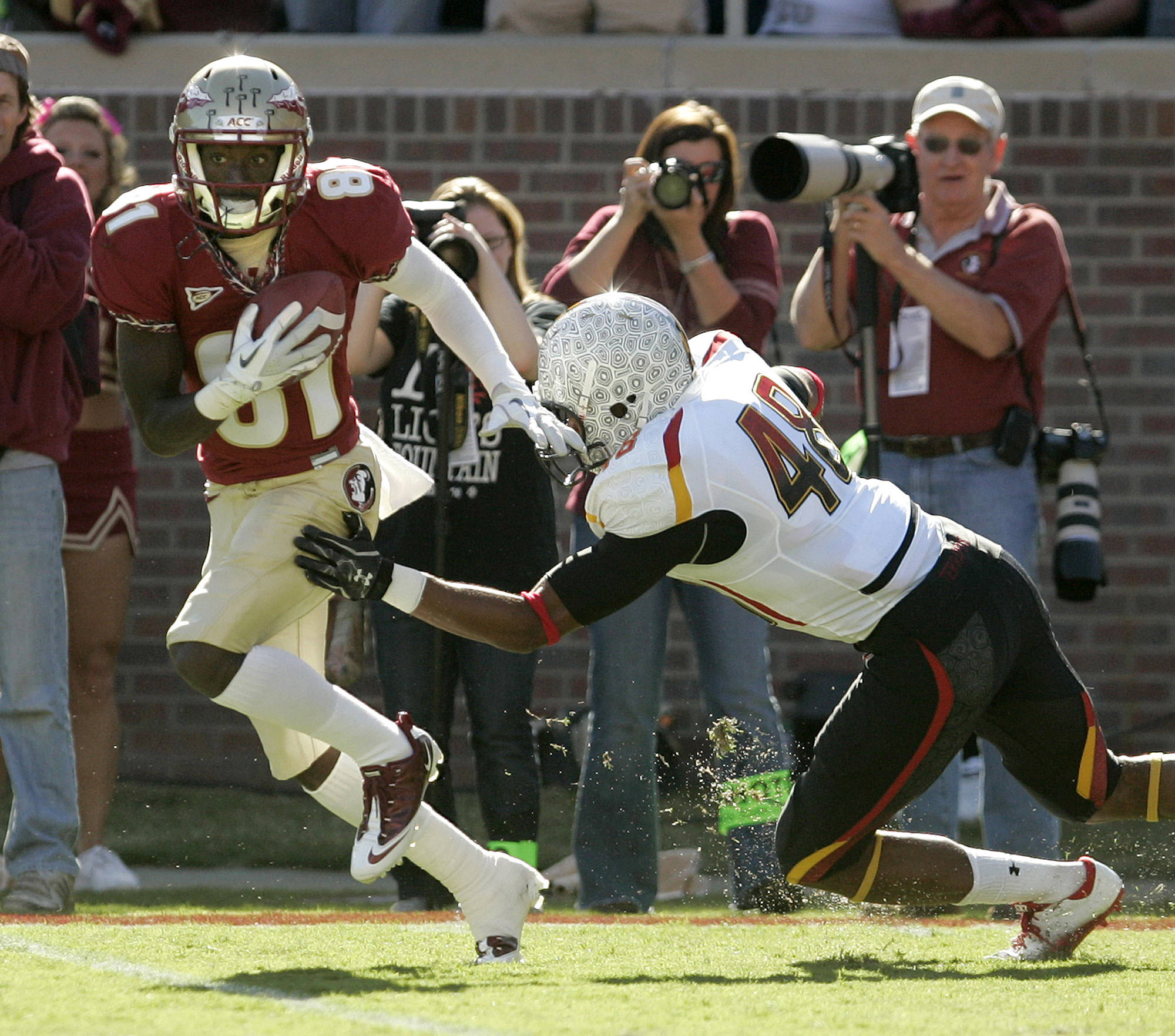Kenny Shaw escapes the tackle of Maryland's Eric Franklin. (AP Photo/Steve Cannon)