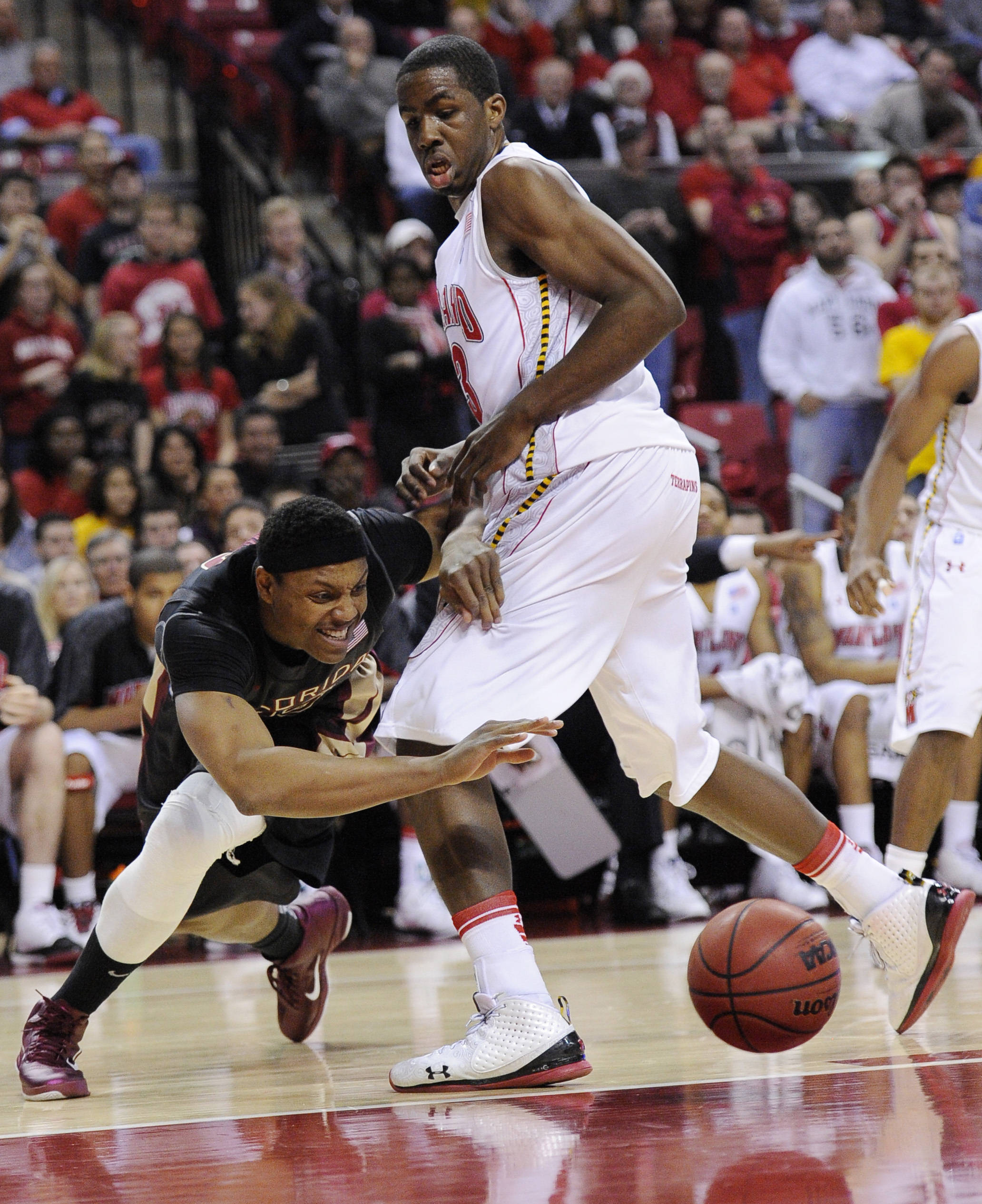 Florida State forward Terrance Shannon, left, goes for a loose ball against Maryland forward Dino Gregory, right, during the first half of an NCAA college basketball game, Wednesday, Feb. 23, 2011, in College Park, Md. (AP Photo/Nick Wass)