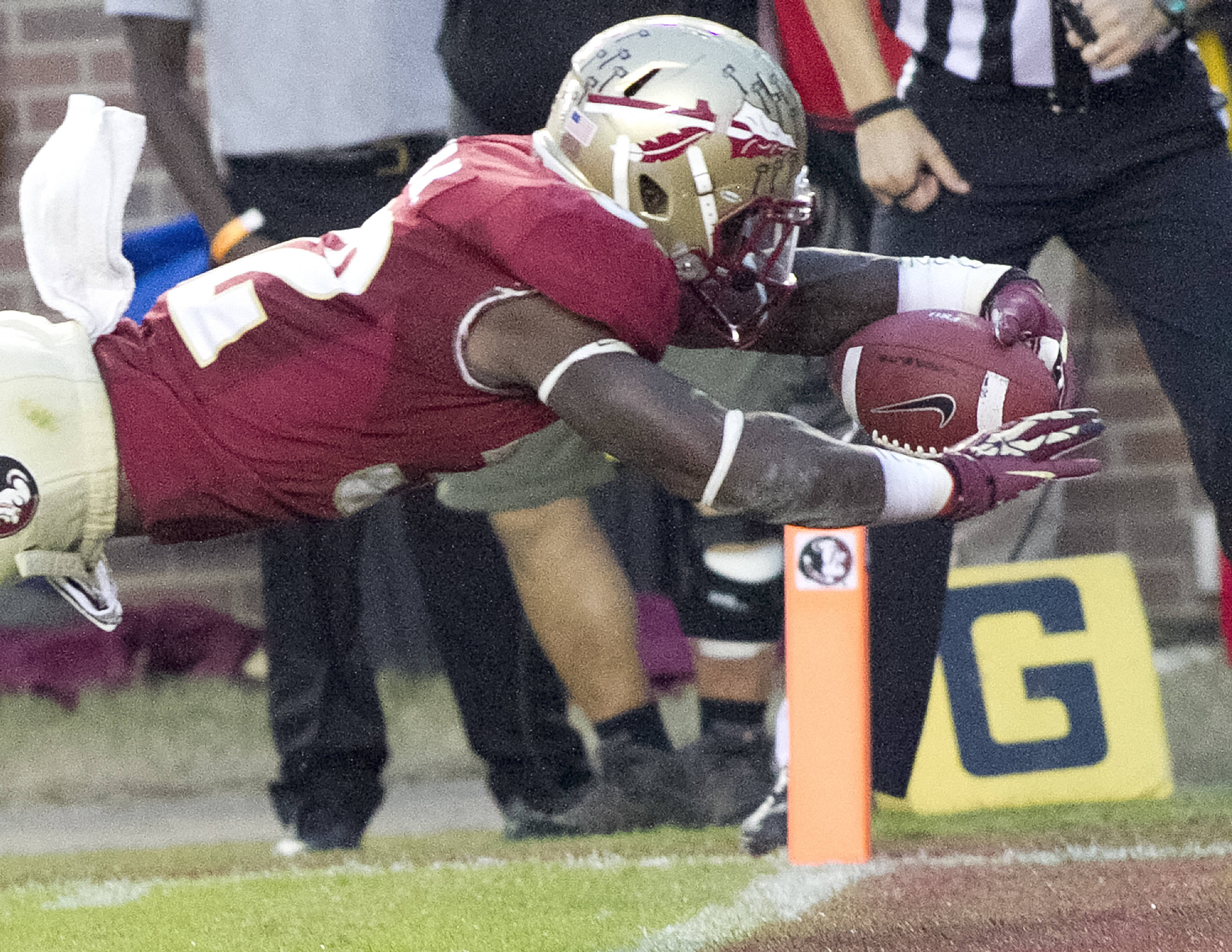 James Wilder, Jr. (32) diving for a touchdown, FSU vs Syracuse, 11-16-13, (Photo by Steve Musco)