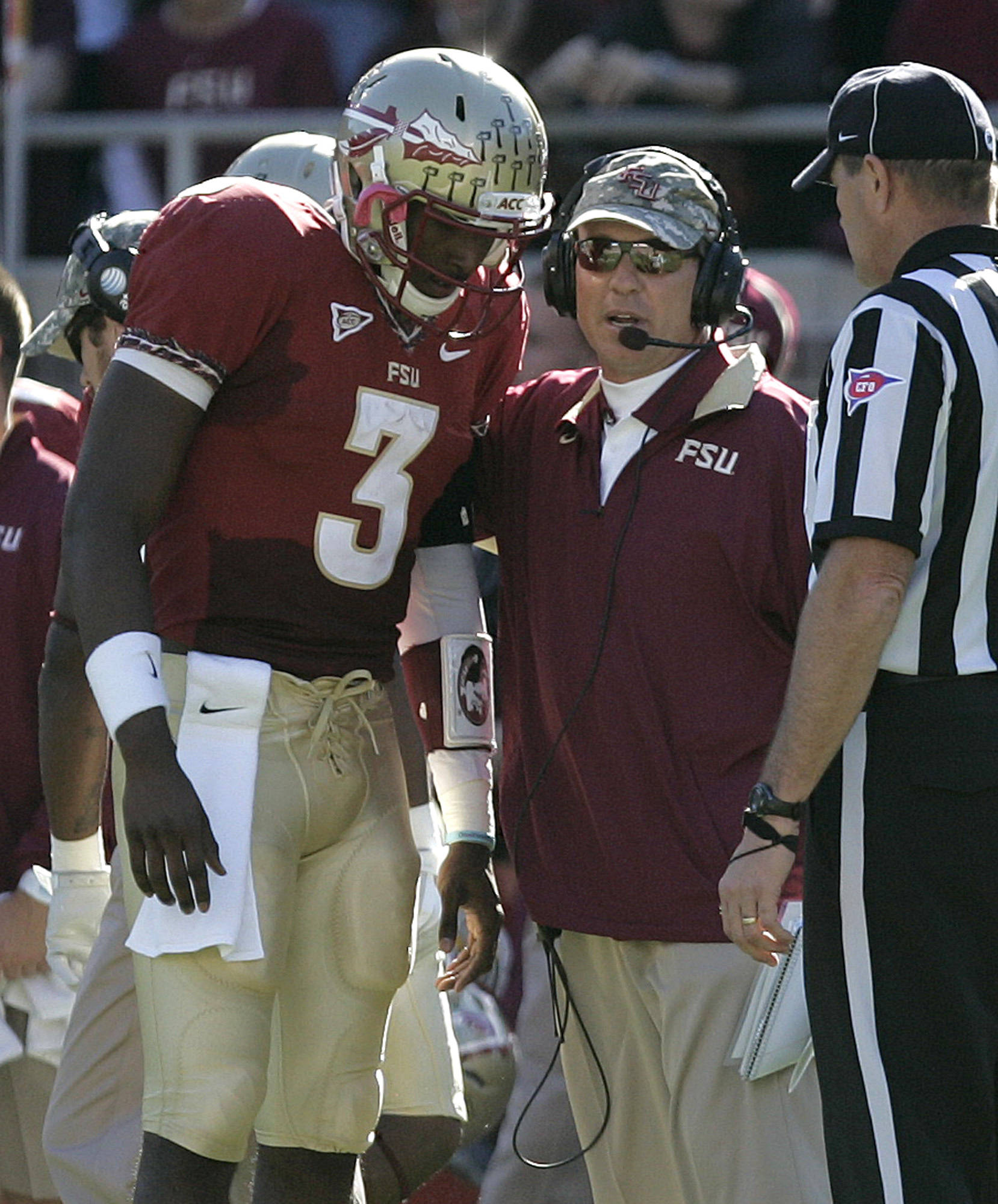 Jimbo Fisher talks with his quarterback EJ Manuel. (AP Photo/Steve Cannon)