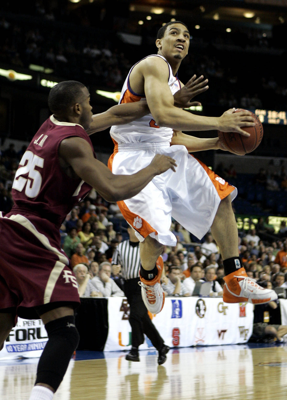 Florida State's Jason Rich (25) defends Clemson's Vernon Hamilton during the first half of a men's Atlantic Coast Conference basketball tournament game in Tampa, Fla., Thursday, March 8, 2007. (AP Photo/David J. Phillip)