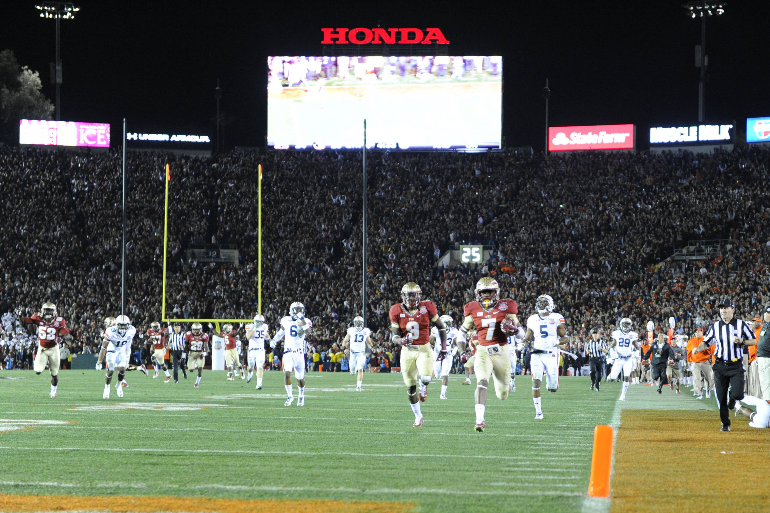 Jan 6, 2014; Pasadena, CA, USA; Florida State Seminoles wide receiver Kermit Whitfield (7) scores a touchdown on a  kick return during the second half of the 2014 BCS National Championship game against the Auburn Tigers at the Rose Bowl.  Mandatory Credit: Kirby Lee-USA TODAY Sports