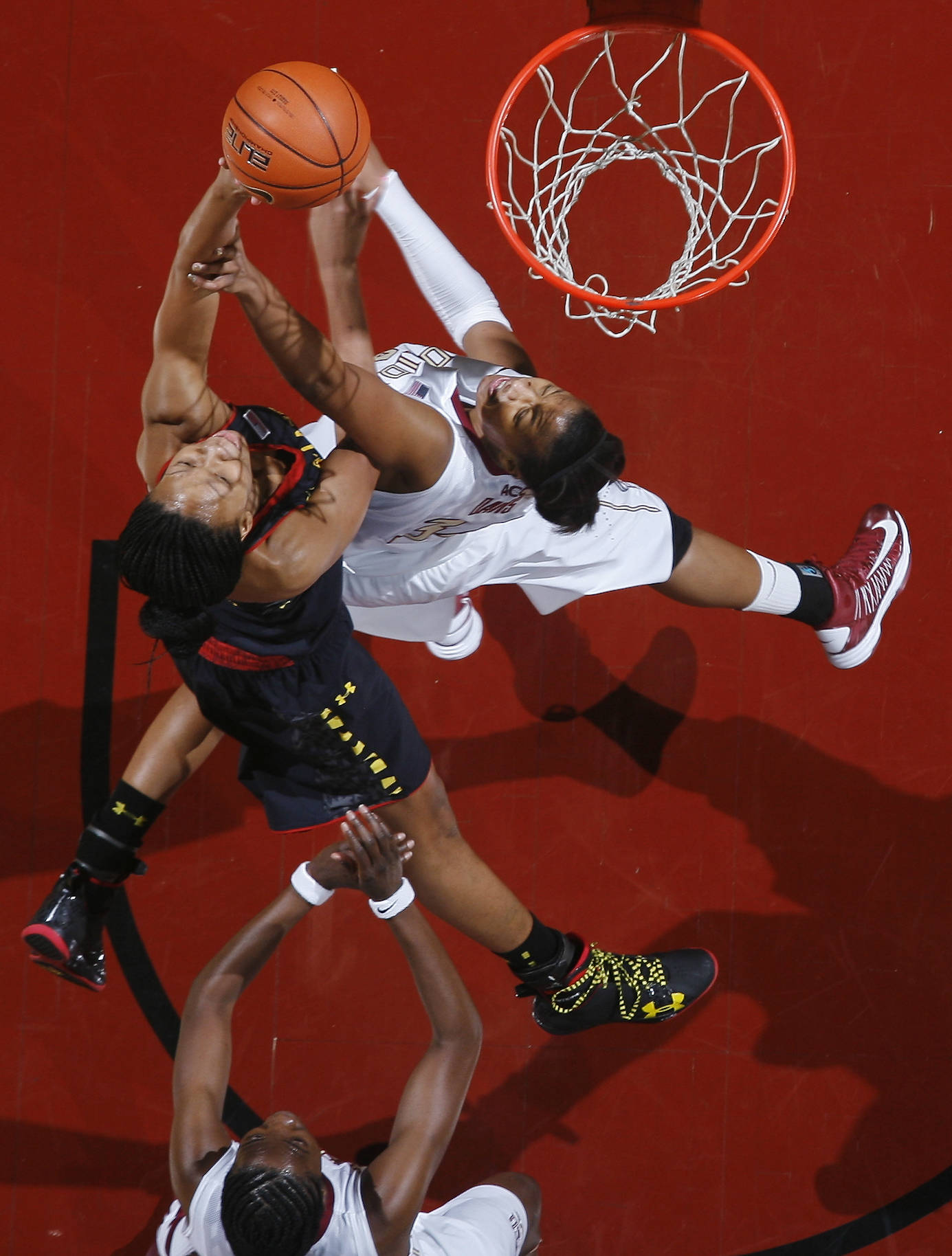 Maryland center Alicia DeVaughn, top left, makes a layup over the defense of Florida State forward Chelsea Davis, top right, in the first half. (AP Photo/Phil Sears)