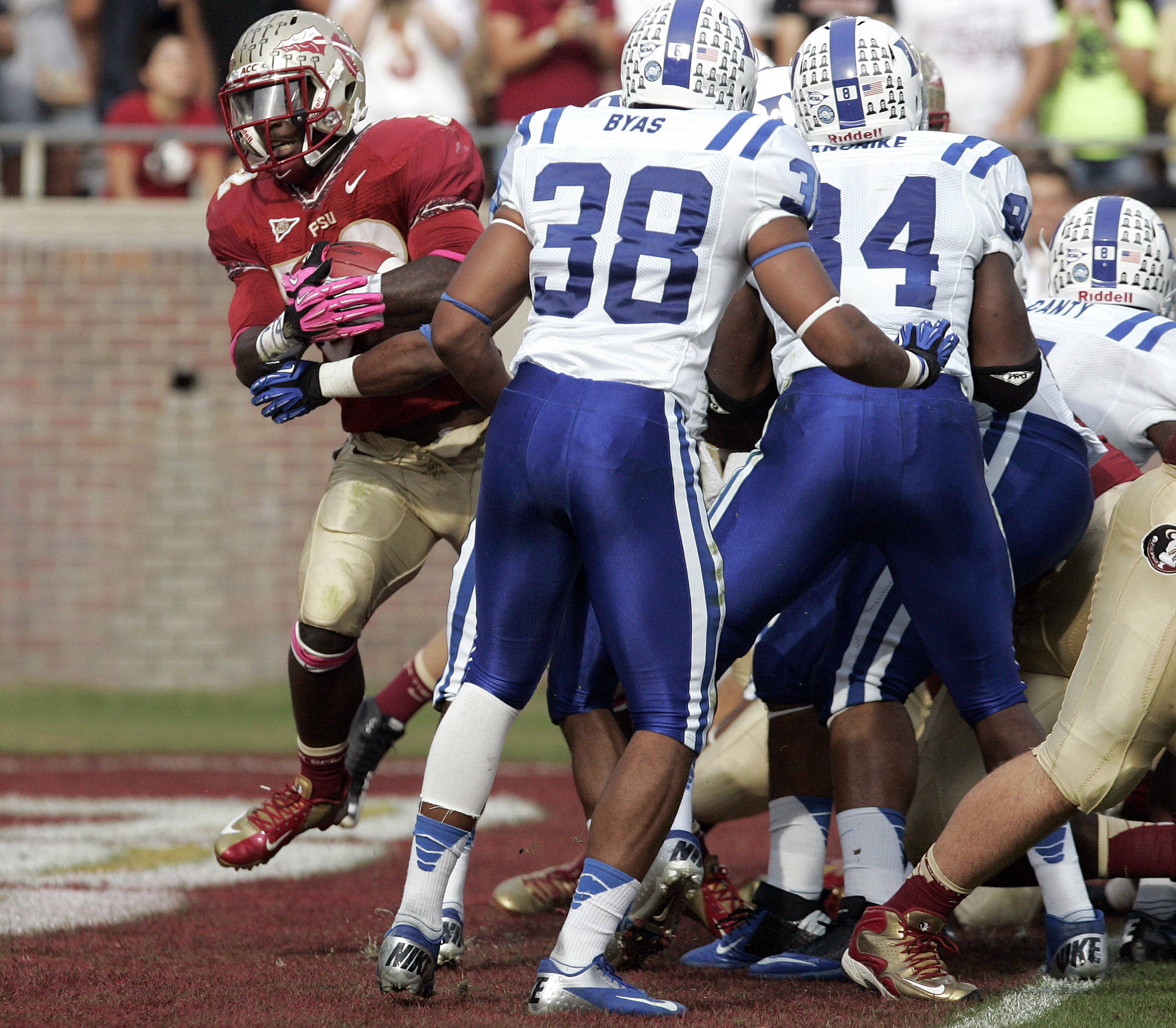 Florida State's James Wilder Jr. pushes through Duke's defense to score in the second quarter. (AP Photo/Steve Cannon)