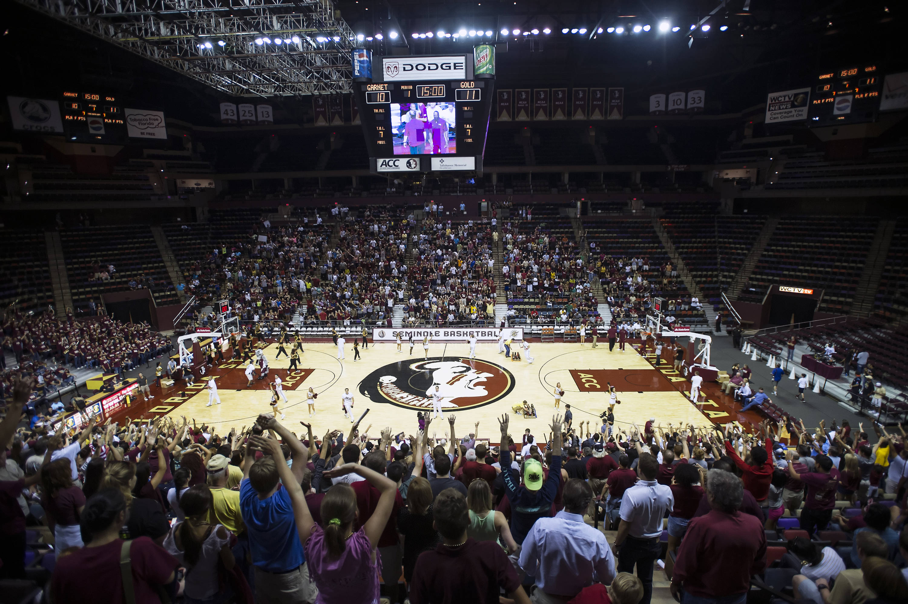6,500 fans turn out to watch the Seminoles open the basketball season at Seminole Madness