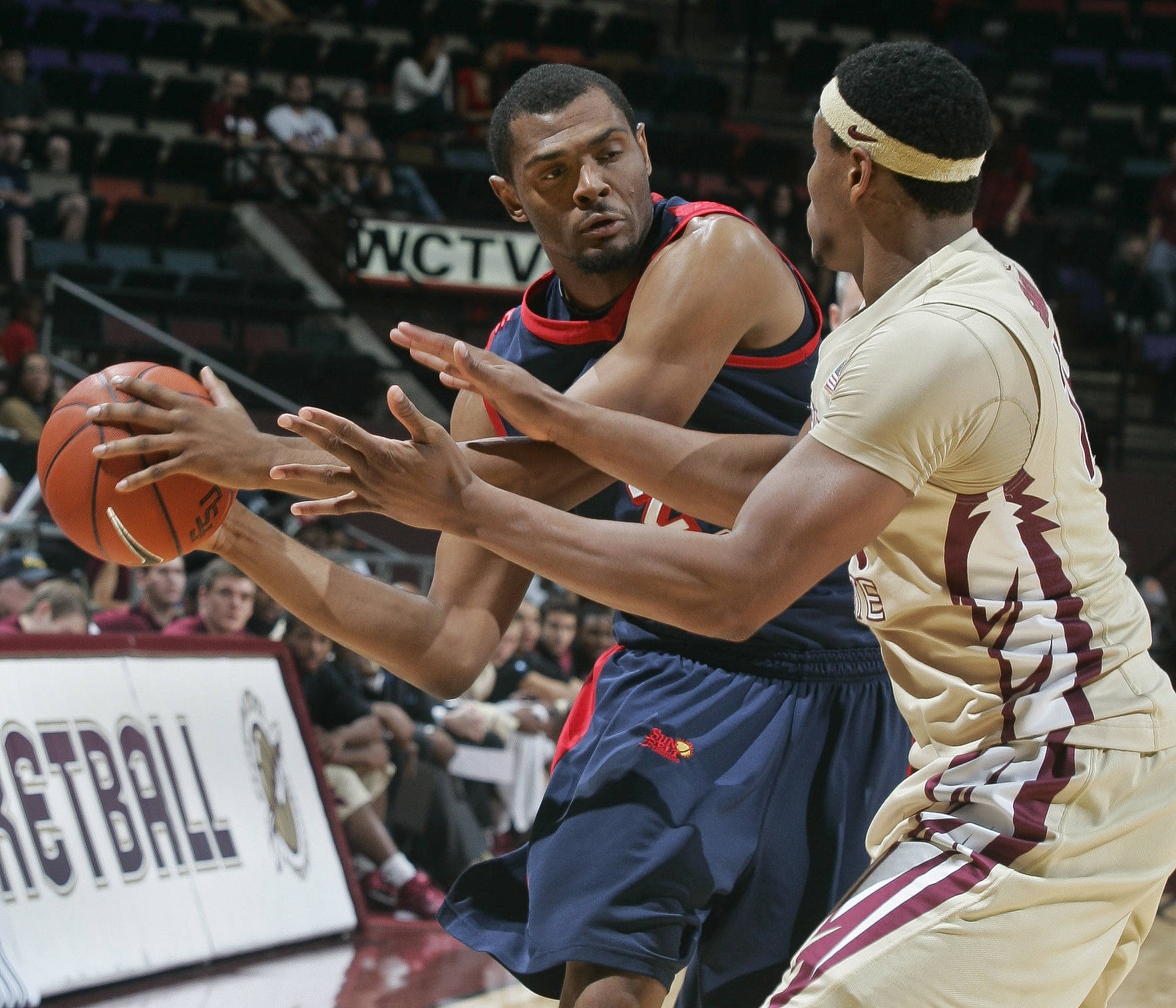 Florida State forward Terrance Shannon (15) pressures South Alabama forward DeAndre Hersey. (AP Photo/Phil Sears)