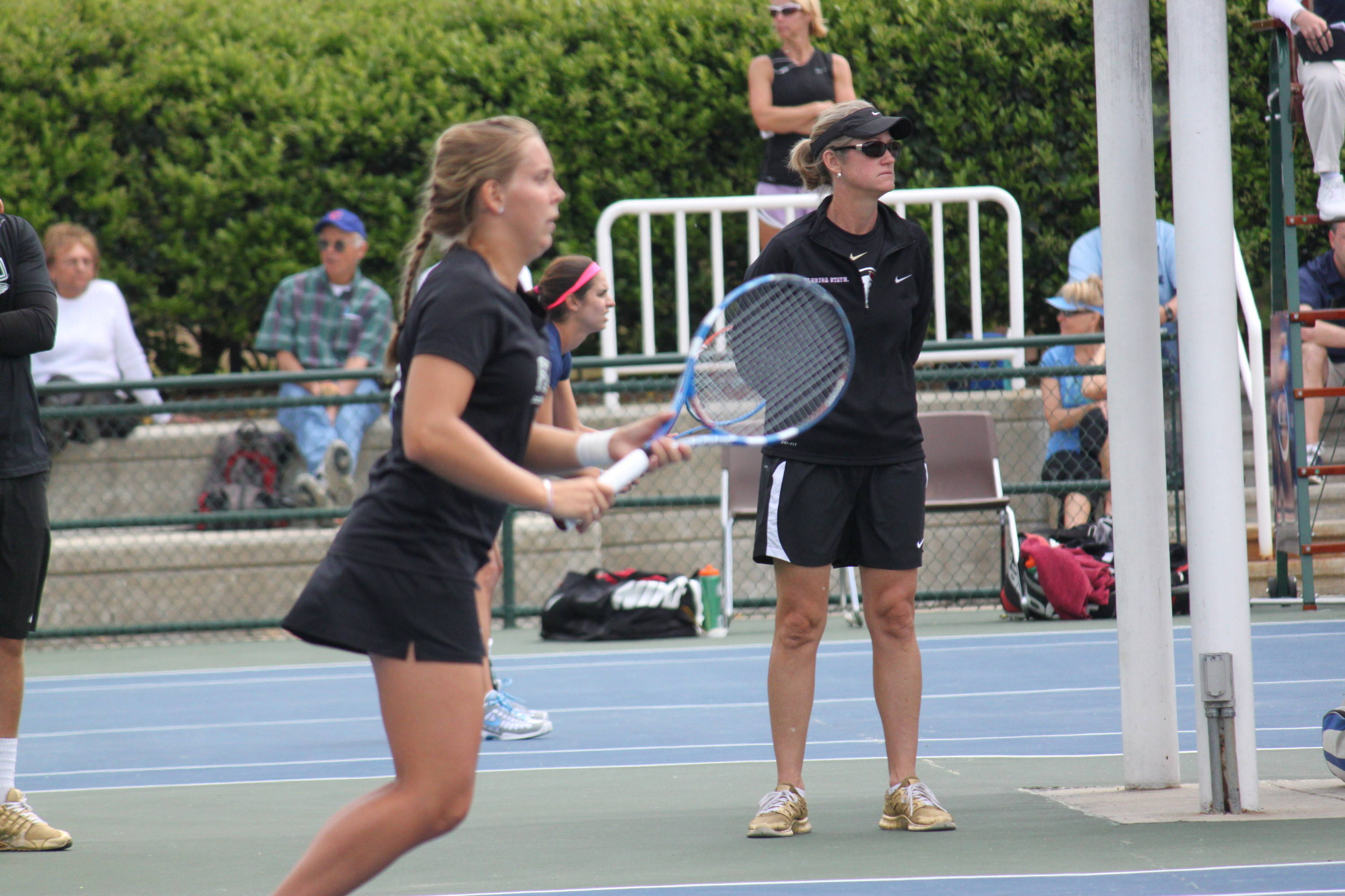 Mia Vriens on court two with Head Coach Jennifer Hyde looking on.