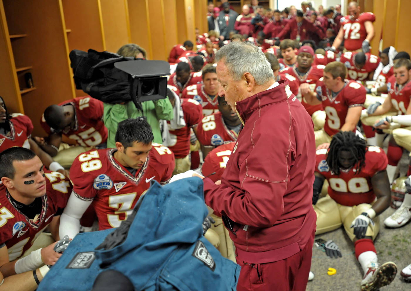 Bobby Bowden prays with his team before the game