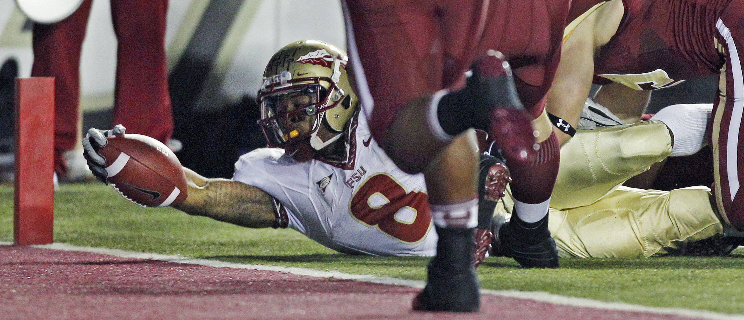 Florida State running back Devonta Freeman stretches but comes up short on a goal line drive to the end zone during the first half. (AP Photo/Charles Krupa)