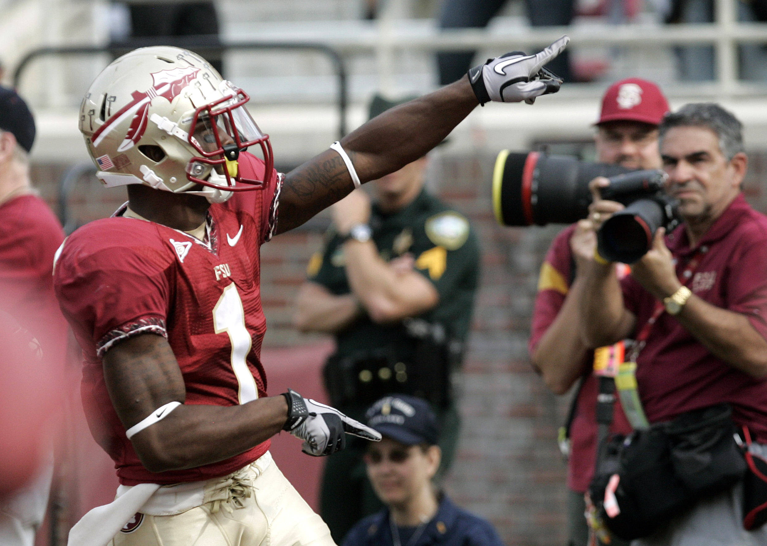 Florida State's Tyler Hunter celebrates his punt return for a touchdown against Duke in the first quarter. (AP Photo/Steve Cannon)