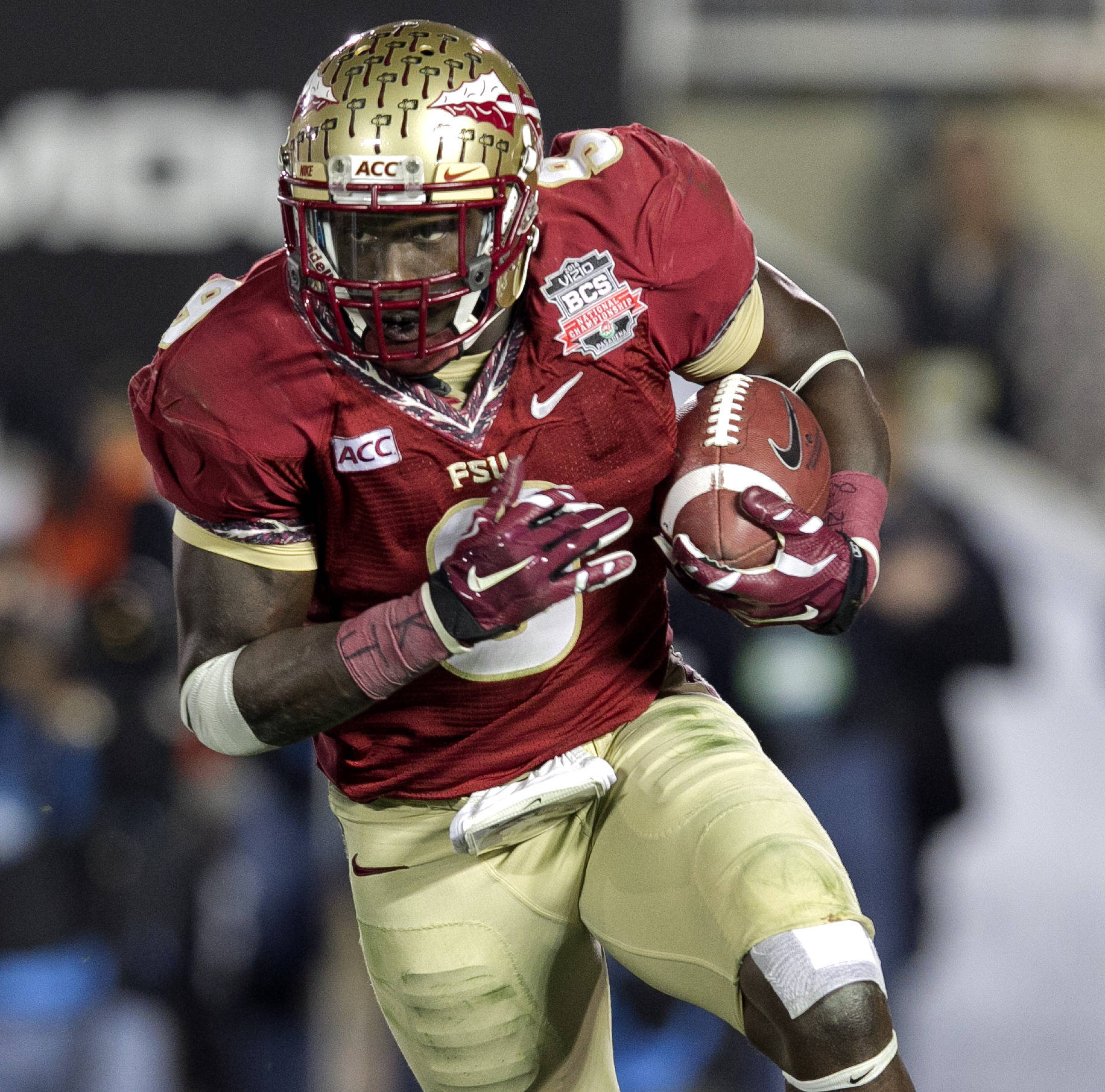 Karlos Williams (9) focused on his run, BCS Championship, FSU vs Auburn, Rose Bowl, Pasadena, CA,  1-06-14,  (Photo by Steve Musco)
