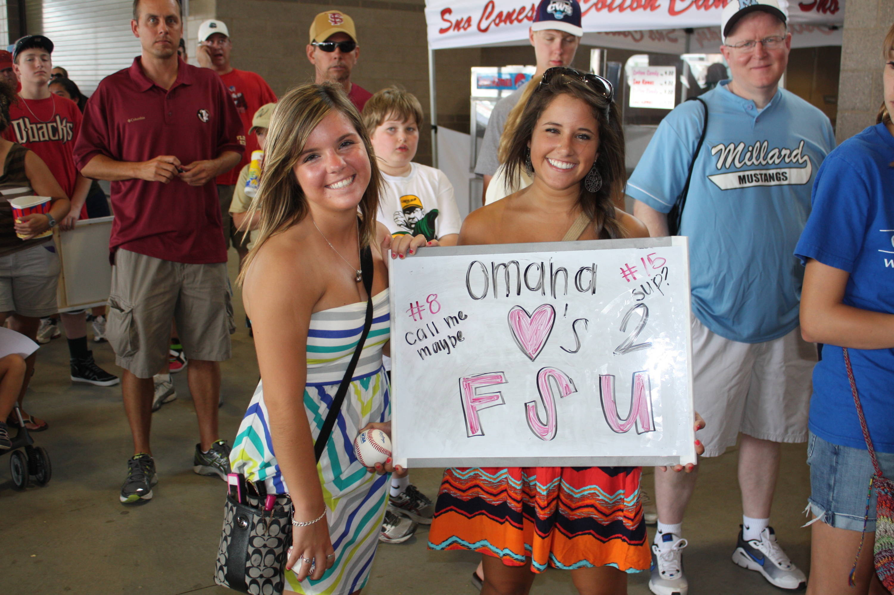 Fans waiting to greet the Seminoles during the CWS autograph session