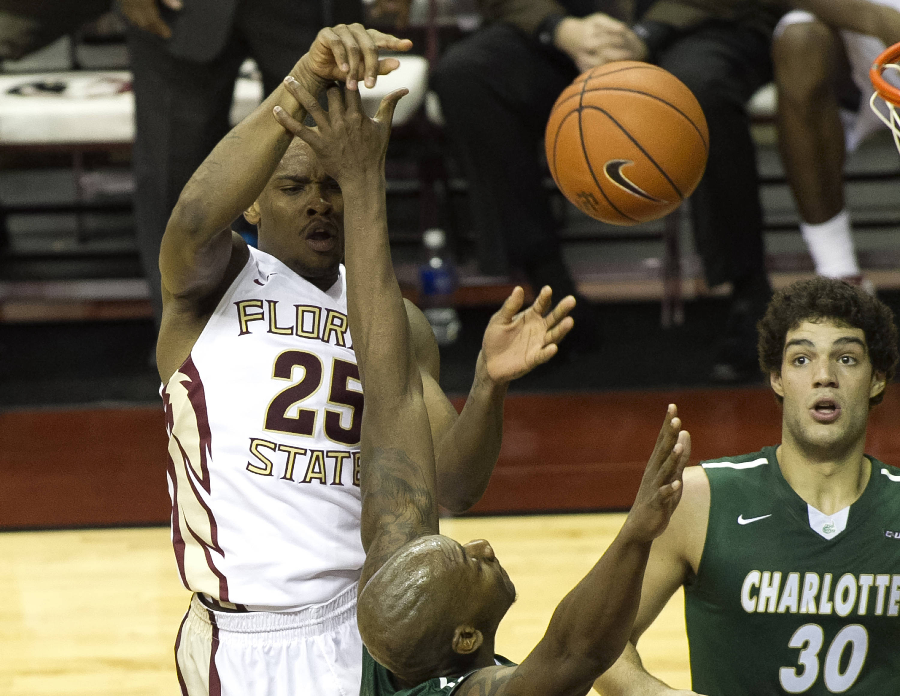 Aaron Thomas (25) with a pass and an assist, FSU vs Charlotte, 12-17-13,  (Photo by Steve Musco)