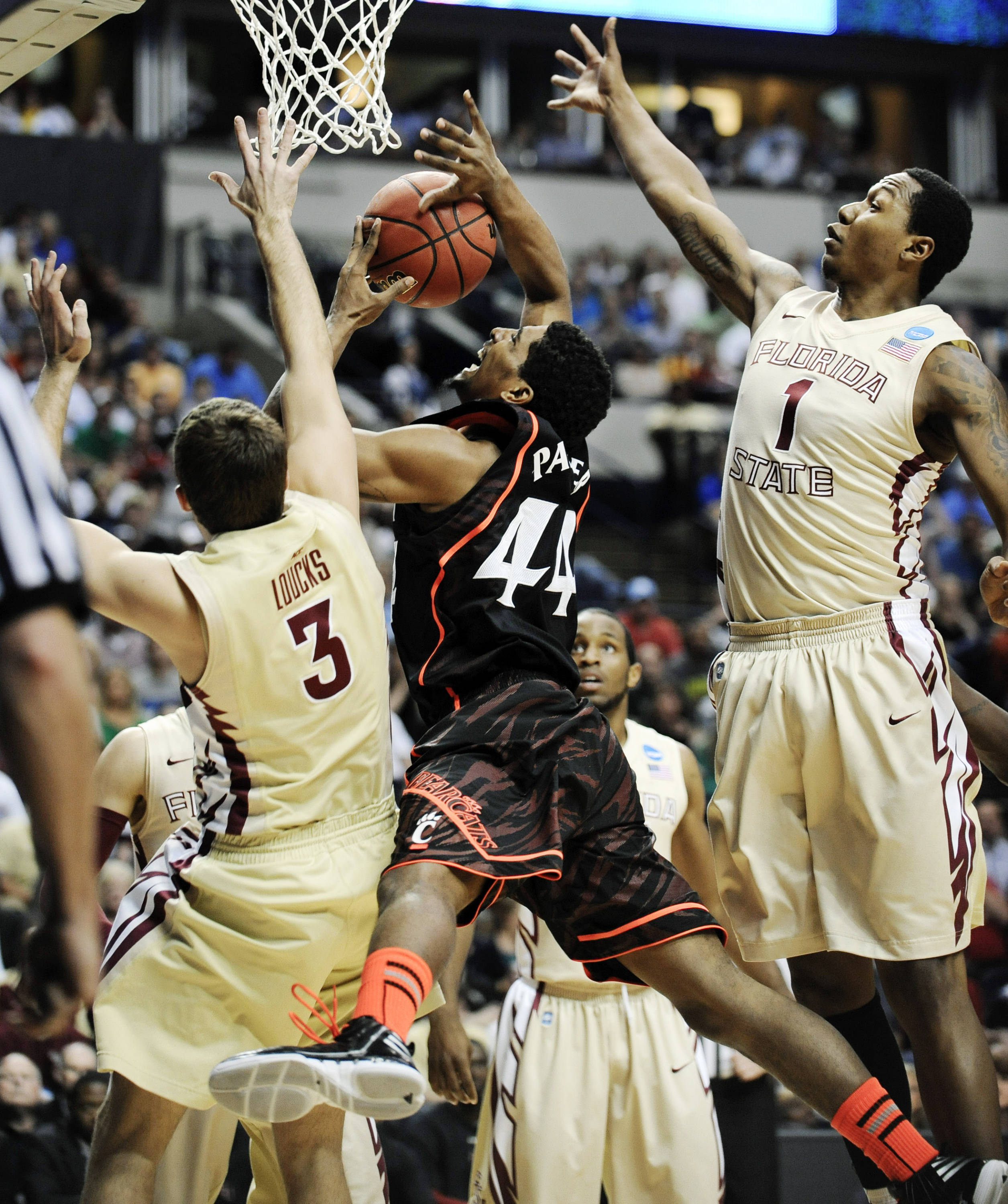Cincinnati guard Jaquon Parker (44) tries to get a shot away as he is defended by Florida State's Luke Loucks (3) and Xavier Gibson (1). (AP Photo/Donn Jones)