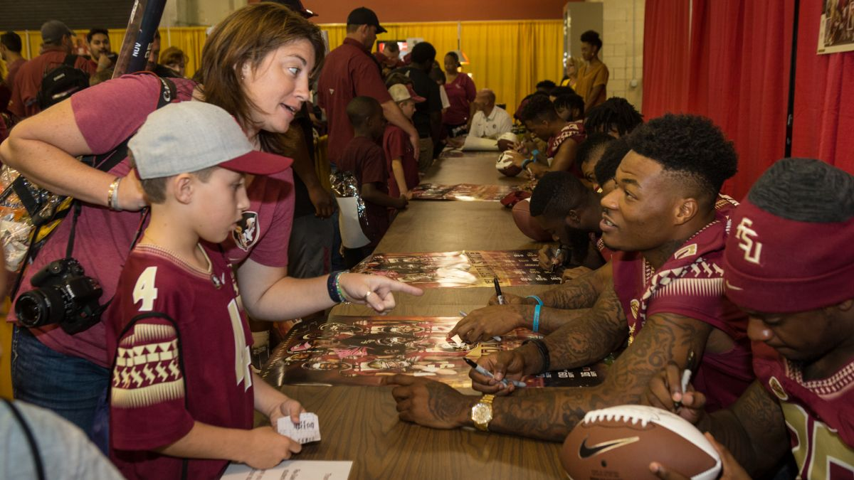 Photo Gallery: Football Fan Day 2017