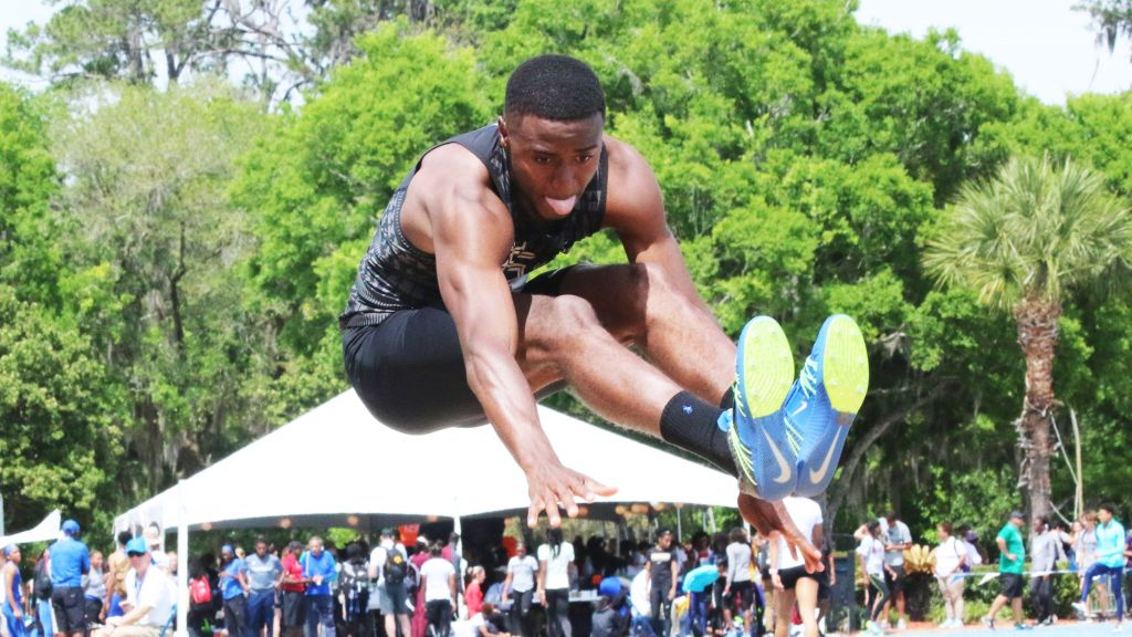 Droogsma Repeats With Nation-Leading Mark; Ewers, Wallace Rise Up