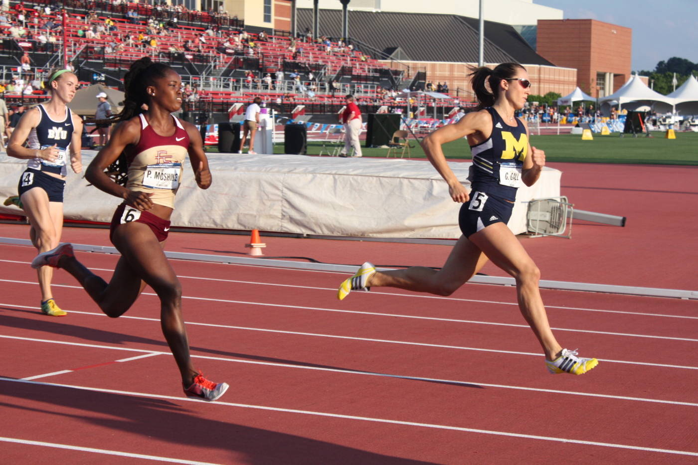 Pilar McShine in the 800m run.